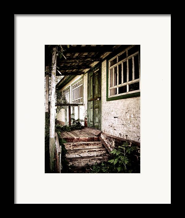 Old House Framed Print featuring the photograph Deserted Not Forgotten by Julie Palencia