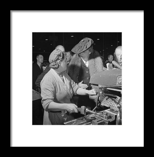 Us Presidents Framed Print featuring the photograph Eleanor Roosevelt Talking With Woman by Everett