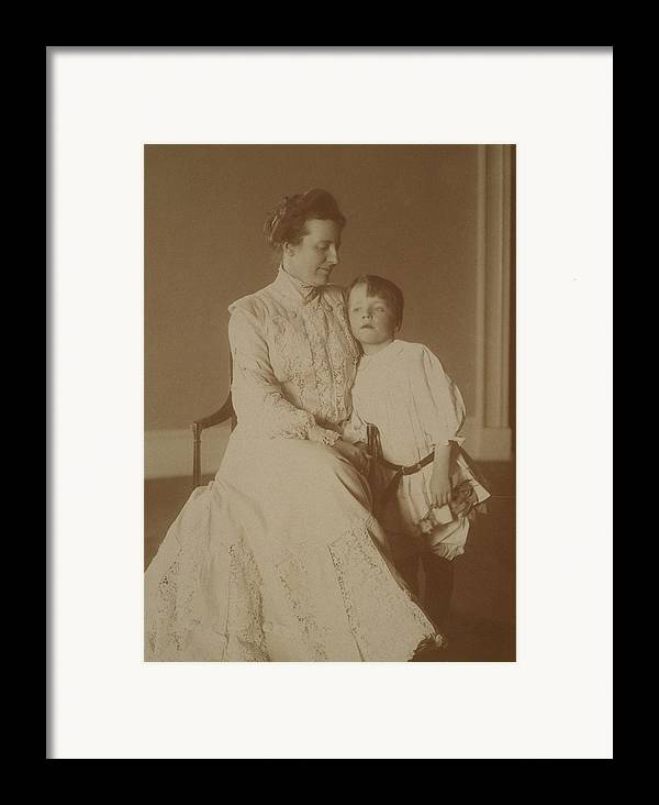 History Framed Print featuring the photograph First Lady Edith Roosevelt by Everett