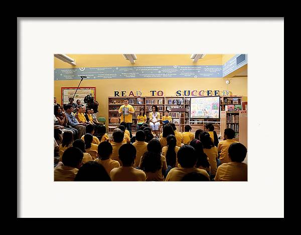 History Framed Print featuring the photograph First Lady Michelle Obama Speaks by Everett