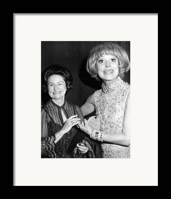 History Framed Print featuring the photograph Former First Lady Visits Carol Channing by Everett