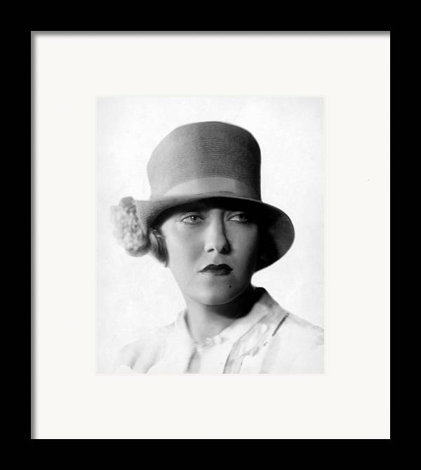 1920s Portraits Framed Print featuring the photograph Gloria Swanson, 1927 by Everett