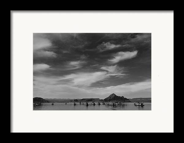 Nature Framed Print featuring the photograph Houseboats On Lake Powell by Andrew Soundarajan
