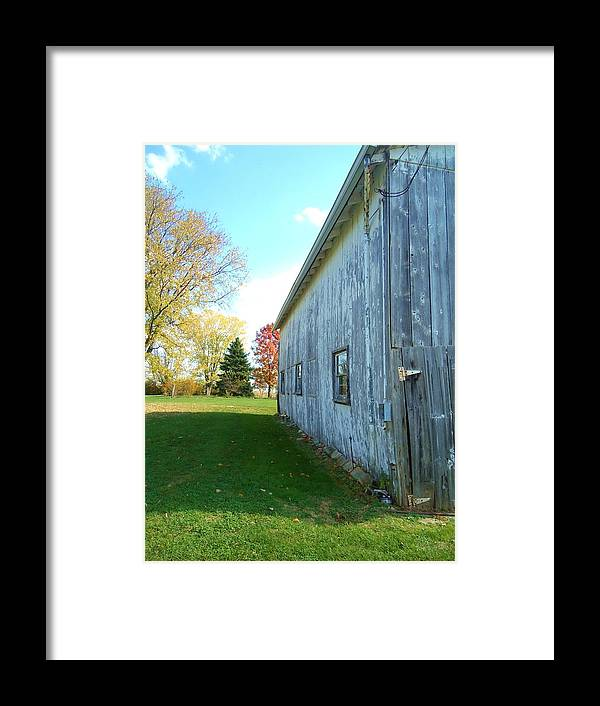Kentucky Barn Framed Print featuring the photograph Kentucky Barn by Michelle Young