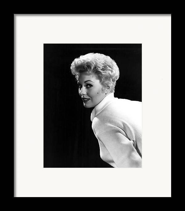 Beauty Mark Framed Print featuring the photograph Kim Novak, 1955 by Everett