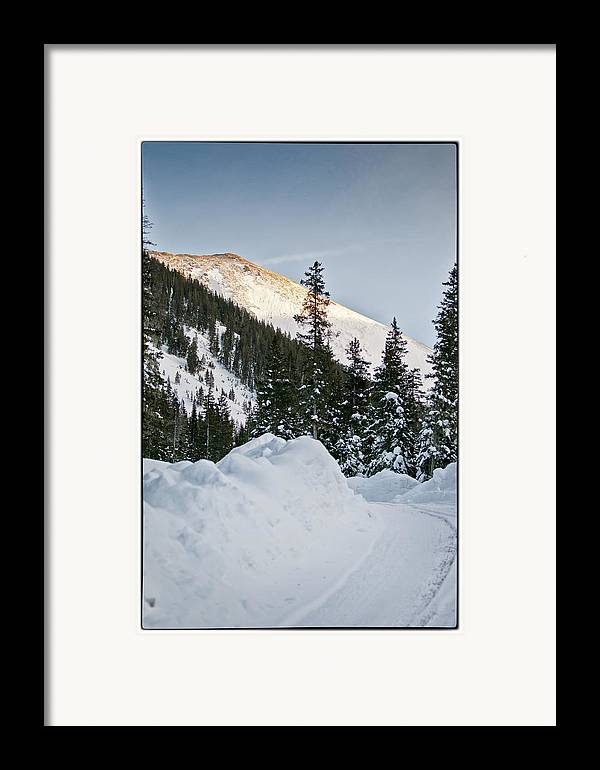 Mountain Framed Print featuring the photograph Last Glance At The Mountain by Lisa Spencer