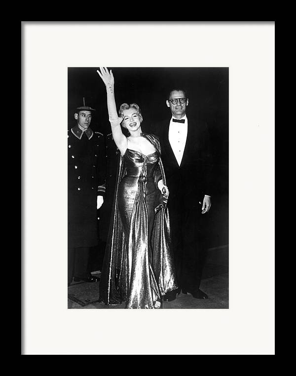 Candid Framed Print featuring the photograph Marilyn Monroe Waves To The Crowd by Everett
