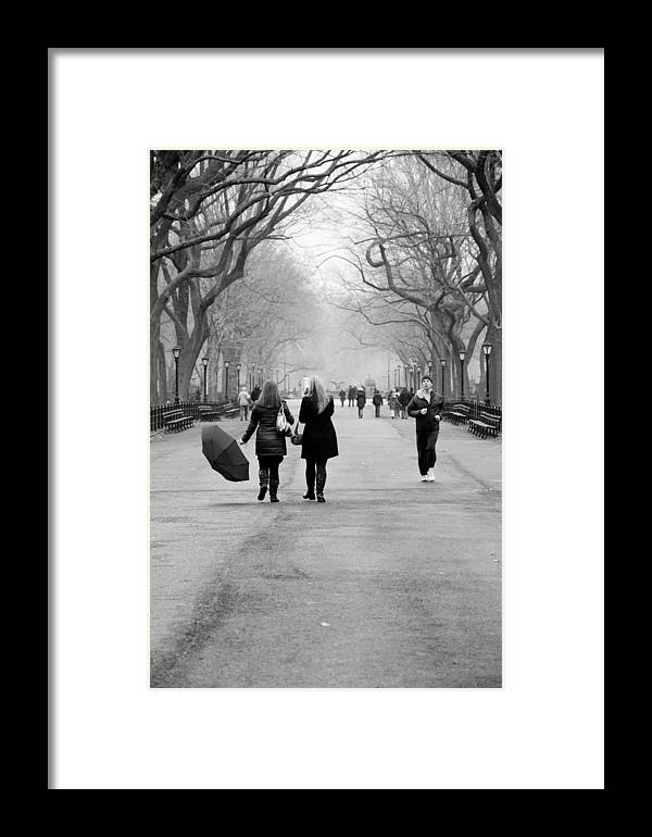 The Mall Framed Print featuring the photograph Morning In The Mall by Heidi Reyher