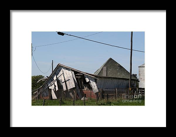 Barn Framed Print featuring the photograph Ol Barn 27 by Roger Look