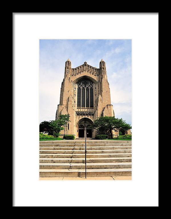 Vertical Framed Print featuring the photograph Roosevelt Memorial Chapel by Bruce Leighty