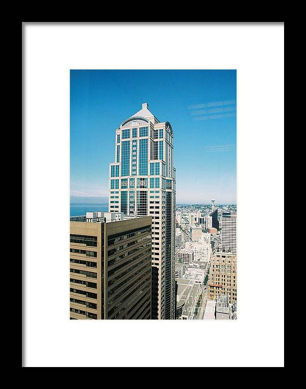 Seattle Framed Print featuring the photograph Seattle Skyline by Bruce Borthwick