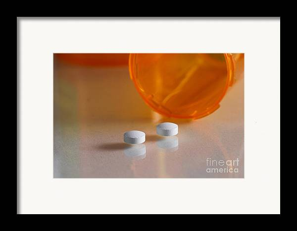 Antipsychotic Framed Print featuring the photograph Seroquel by Photo Researchers, Inc.