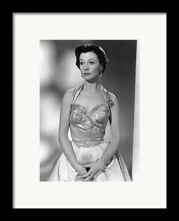1950s Portraits Framed Print featuring the photograph The Deep Blue Sea, Vivien Leigh, 1955 by Everett