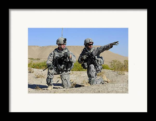 Middle East Framed Print featuring the photograph U.s. Army Soldiers Familiarize by Stocktrek Images