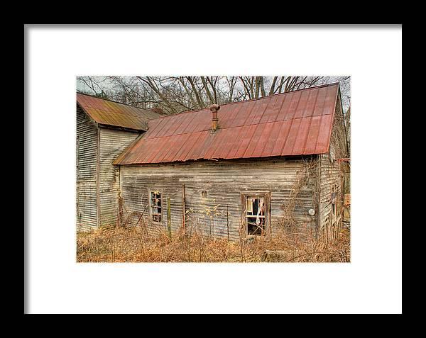 Farmhouse Framed Print featuring the photograph Abandoned Farmhouse In Kentucky by Douglas Barnett