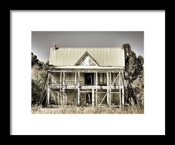 South Framed Print featuring the photograph Abandoned Plantation House #1 by Andrew Crispi