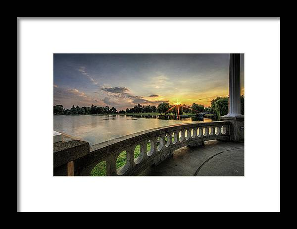Hiawatha Framed Print featuring the photograph Sunrise In The Park by Everet Regal