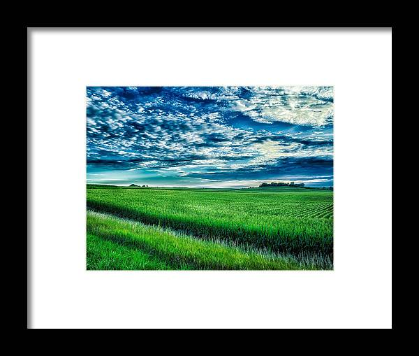 Iowa Framed Print featuring the photograph An Iowa Sunset by Mountain Dreams