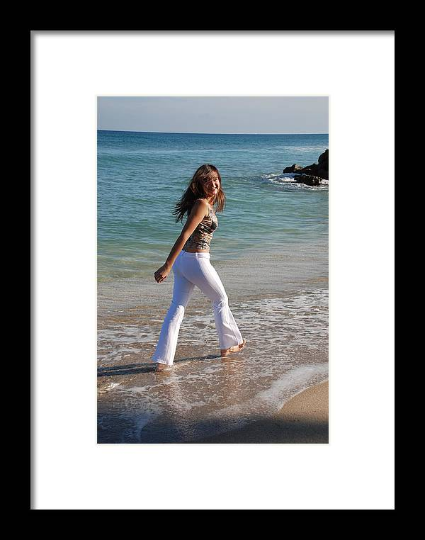 Women Framed Print featuring the photograph Gisele by Rob Hans