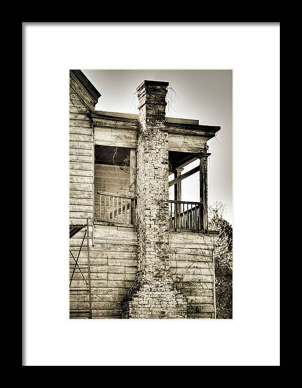South Framed Print featuring the photograph Abandoned Plantation House #5 by Andrew Crispi