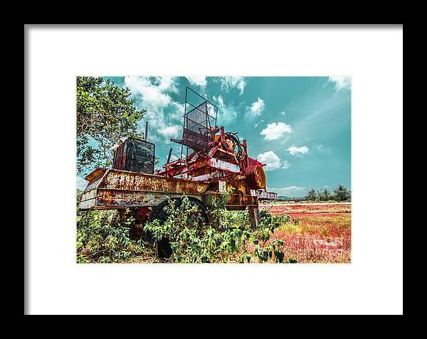 Desert Framed Print featuring the photograph Abandoned Truck by Adam Isfendiyar