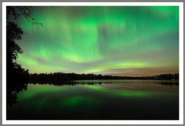 Aurora over Tofte Lake by Larry Ricker