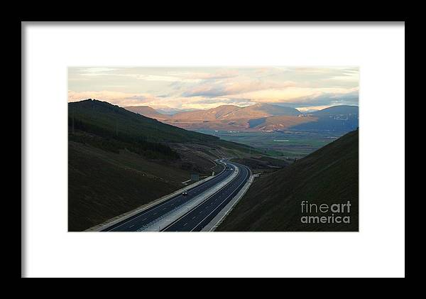 Autovia Framed Print featuring the photograph Autovia by Alfredo Rodriguez