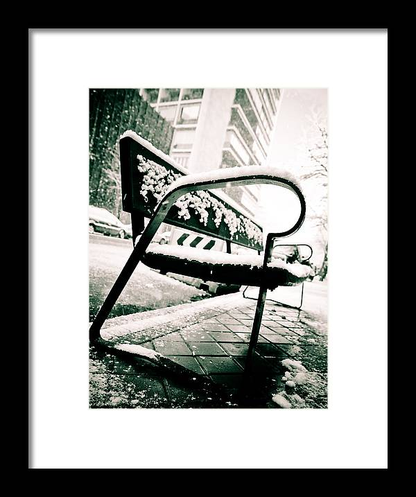Snow Framed Print featuring the photograph Banco by Felix M Cobos
