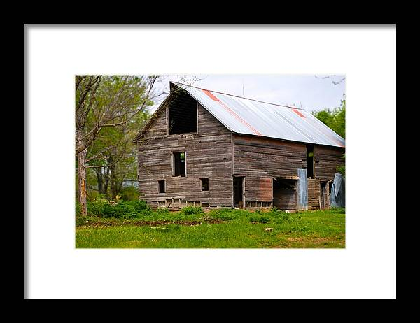 Old Barn Framed Print featuring the photograph Barn in 3D by Toni Berry