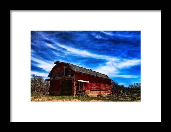 Barn Framed Print featuring the photograph Barn under blue sky by Toni Hopper