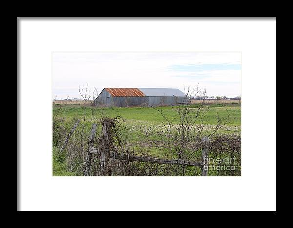 Landscape Framed Print featuring the photograph Barn4 by Jeff Downs