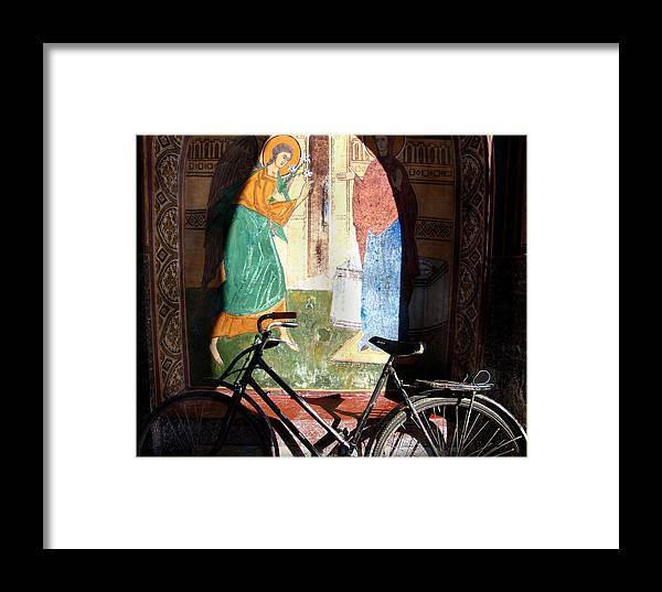 Mural Framed Print featuring the photograph Bicycle And Mural by Todd Fox