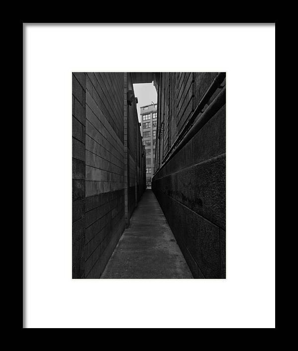 Brooklyn Framed Print featuring the photograph Brooklyn Dumbo Alley by Robert Ullmann