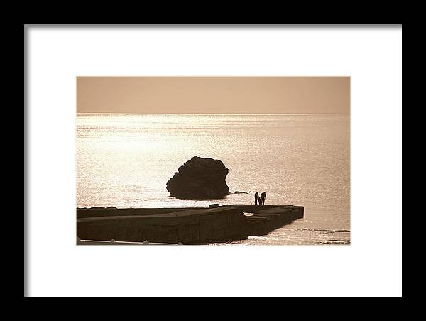 Couple Framed Print featuring the photograph By The Sea by Phil Child