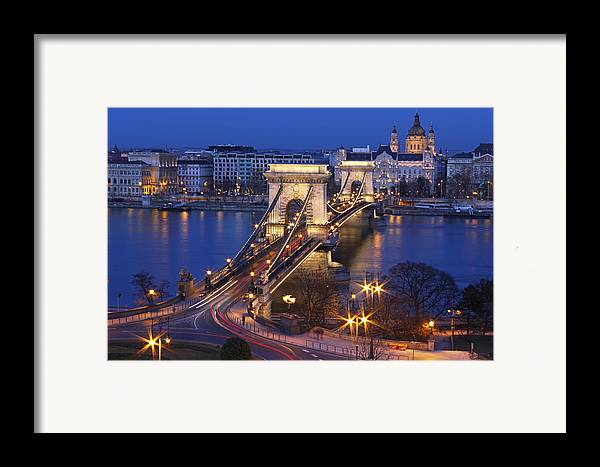 Horizontal Framed Print featuring the photograph Chain Bridge At Night by Romeo Reidl