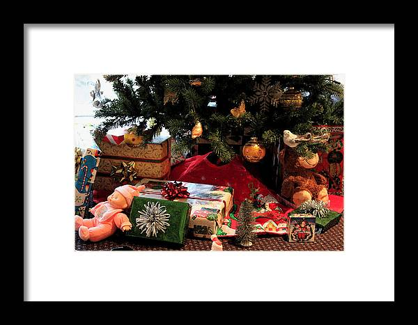 Christmas Framed Print featuring the photograph Christmas Memories by Suzanne Gaff