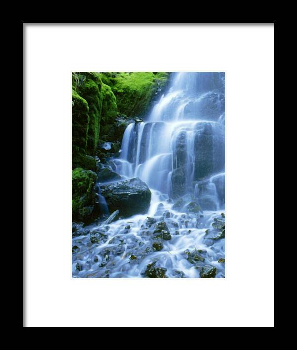 Landscape Framed Print featuring the photograph Columbia River by Vicky Brago-Mitchell