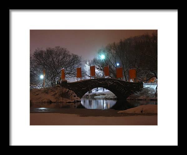 Bridge Framed Print featuring the photograph Crossing Gapstow Bridge by Sam Oppenheim