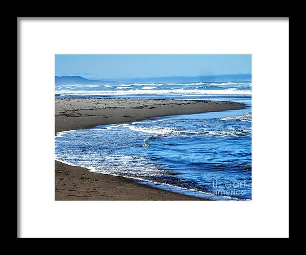 Water Framed Print featuring the photograph Curves And Waves by L Cecka