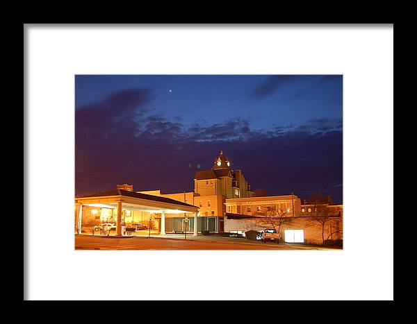 Sunset Framed Print featuring the photograph Downtown Richmond Ky by Steven Crown