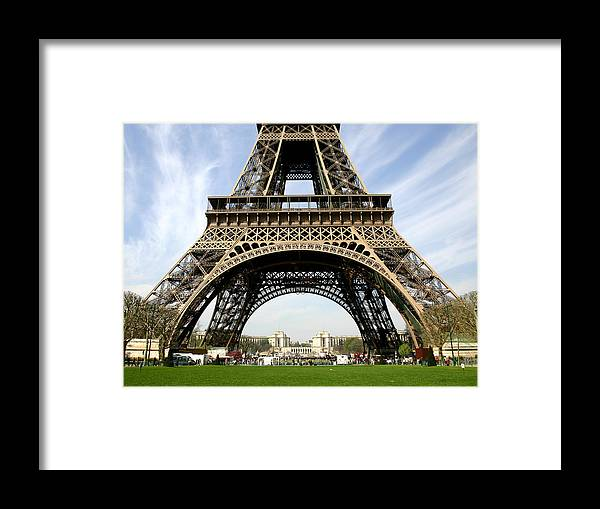 Paris Framed Print featuring the photograph Eiffel Tower by Hans Jankowski