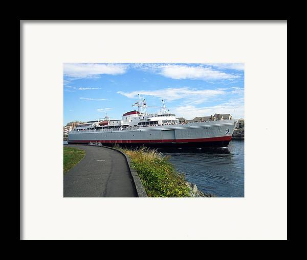 Carpool Framed Print featuring the photograph Extreme Carpooling by Bob Gardner