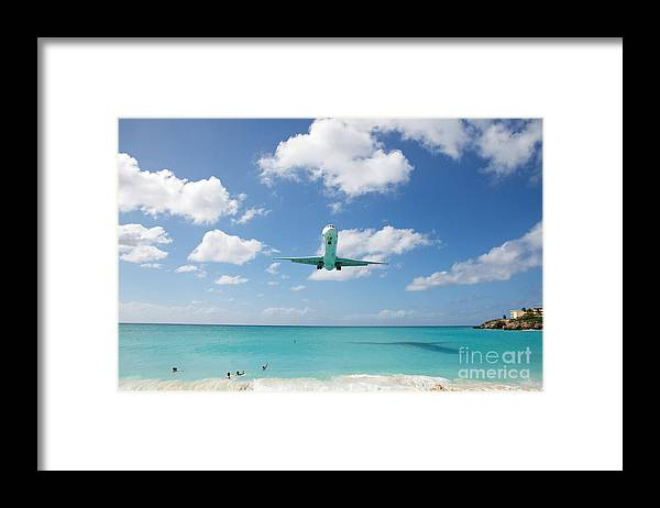 Flying Framed Print featuring the photograph Final Approach by Kim Fearheiley