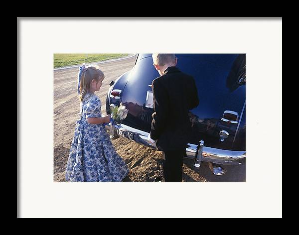Flower Framed Print featuring the photograph Flower Girl by Jose Roldan Rendon