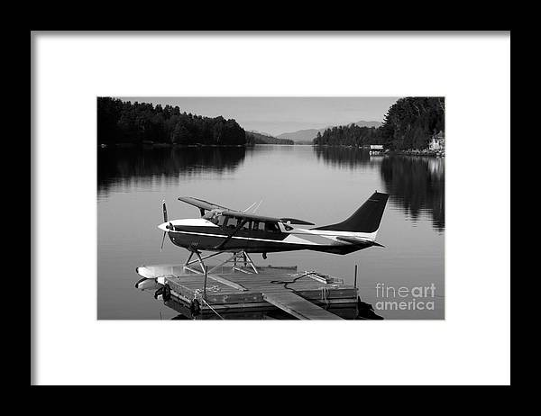 Float Plane Framed Print featuring the photograph Getting Away by David Lee Thompson