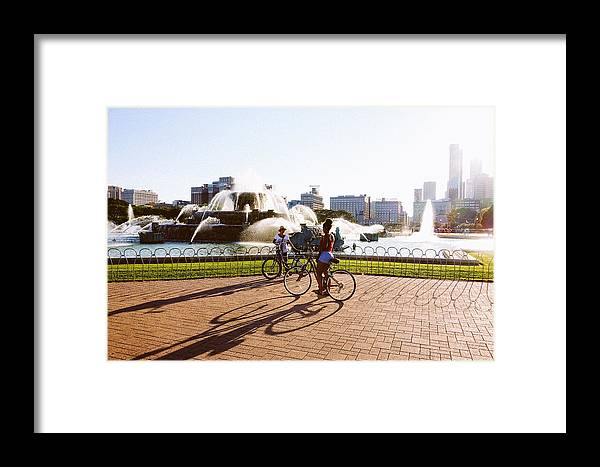 Chicago Framed Print featuring the photograph Girls At The Fountain by Misael Nevarez