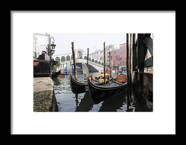 Venice Framed Print featuring the photograph Gondole A Rialto 6948 by Marco Missiaja