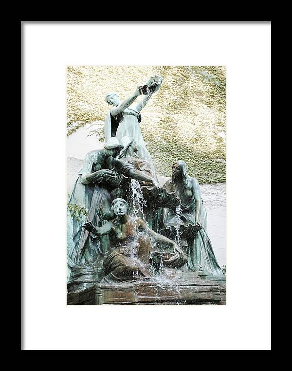 Great Lakes Fountain Framed Print featuring the photograph Great Lakes Fountain by Margaret Fronimos