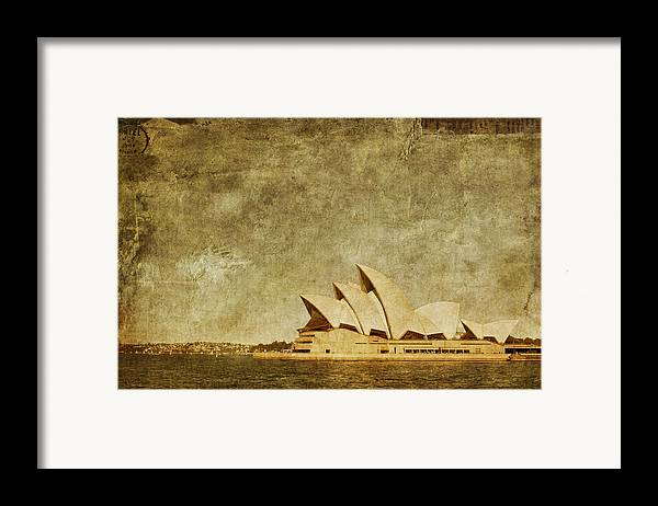 Sydney Framed Print featuring the photograph Guided Tour by Andrew Paranavitana