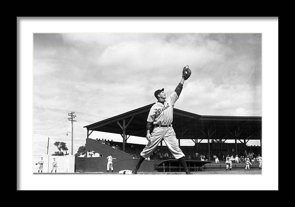 Hank Greenberg posing with the Tigers in 1935 by OleTime Photos